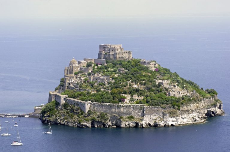 Boat excursion to Ischia and Procida